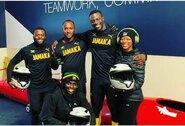 """Legendinio filmo įkvėpti Jamaikos bobslėjininkai Piterboro gatvėmis stumdo automobilį: """"Tikslas – olimpiada"""""""
