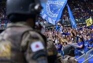 """Pirmą kartą vietos aukščiausioje Brazilijos lygoje netekę """"Cruzeiro"""" paskutinių sezono rungtynių neužbaigė: sirgaliai sukėlė riaušes"""