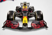 """""""Red Bull"""" pristatė bolidą naujajam """"Formulės 1"""" sezonui, """"Mercedes"""" vadovas jų prisibijo"""