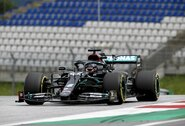 """Drama jau pirmąją """"F-1"""" sugrįžimo dieną: """"Red Bull"""" padavė protestą prieš """"Mercedes"""""""