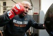 """UFC prezidentas netiki, kad """"UFC 252"""" turnyre išvysime paskutinę D.Cormier kovą"""