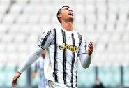 """C.Ronaldo vėl nesuvaldė emocijų: po rungtynių sviedė """"Juventus"""" marškinėlius ant vejos"""
