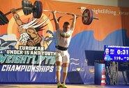E.Zinkevičius Europos jaunių sunkiosios atletikos čempionate aplenkė vieną varžovą