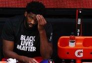 """Pralaimėtose rungtynėse """"76ers"""" prarado J.Embiidą"""