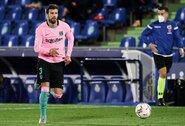 """Sukirto rankomis su """"Barcelona"""": G.Pique sutiko susimažinti algą"""