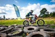Lietuvos motociklų Enduro Sprinto čempionate – patys ekstremaliausi išbandymai: rąstų rietuvės ir šuoliai nuo priekabos