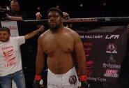 Atšaukti turnyrai MMA kovotojui nesutrukdė – prisijungė prie policijos pajėgų