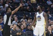 """D.Greenas buvo išvarytas iš aikštės, o """"Warriors"""" ir toliau yra prasčiausia NBA komanda"""