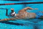 Milijonai peržiūrų: K.Ledecky visą baseiną perplaukė su šokoladinio pieno stikline ant galvos