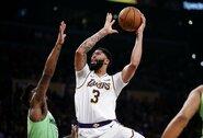 """50 taškų įmetęs A.Davisas atvedė """"Lakers"""" į pergalę"""