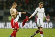 Ar žinote, kodėl futbolo žaidėjai keičiasi marškinėliais?