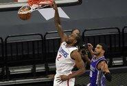 """""""Clippers"""" pratęsė pergalių seriją Sakramente"""