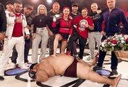 Tokios kovos dar nematėte: profesionali MMA kovotoja nokautavo 240 kg svorio vyrą