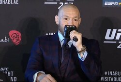 """C.McGregoras: """"Mano koja buvo visiškai mirusi. Tai karti piliulė, kurią reikia nuryti"""""""