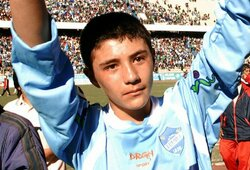 Diena, atsidūrusi futbolo istorijoje: aikštėje pasirodė tėvo į kovą mestas jauniausias pasaulio futbolininkas