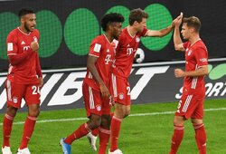 """Dviejų įvarčių pranašumą iššvaistęs """"Bayern"""" po neįtikėtino J.Kimmicho smūgio iškovojo Vokietijos Supertaurę"""