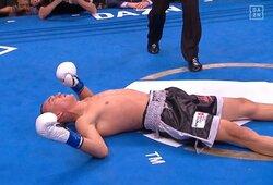 """Kylanti JAV bokso žvaigždė galingai nokautavo dar vieną varžovą: """"Meldžiausi, kad jis atsikeltų"""""""