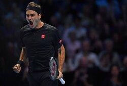 """4 metus laukta pergalė: R.Federeris eliminavo N.Djokovičių iš """"ATP Finals"""" turnyro"""