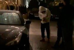 """Kuriozas: Neymaras nesugebėjo atrakinti užšalusio prabangaus """"Ferrari"""" automobilio"""
