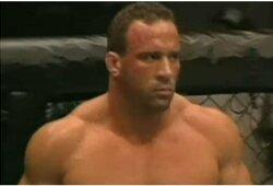 """Pirmasis UFC sunkiasvorių čempionas: """"Buvau pasiekęs visišką dugną, bet dabar jau 155 dienas esu blaivus"""""""