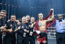 Chaosas Latvijoje: M.Briedis atliko smūgį alkūne, lenką į nokdauną pasiuntė po gongo ir galiausiai jį nokautavęs iškovojo WBO čempiono diržą bei vietą WBSS finale