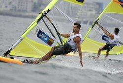 Po permainingos dienos J.Bernotas olimpiadoje išlaikė 15-ą vietą, V.Andrulytė prarado turėtą poziciją