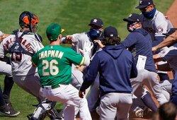 Saugumo reikalavimai pamiršti: MLB rungtynėse kilo masinės muštynės