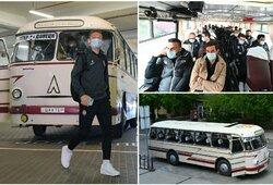"""""""Šachtar"""" originaliai pasitiko klubo jubiliejų: į rungtynes dardėjo su 1973 m. pagamintu autobusu"""