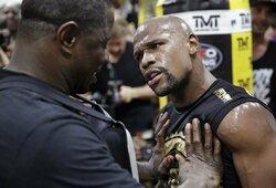 """F.Mayweatheris nori kovoti su C.Nurmagomedovu ir C.McGregoru tą pačią dieną, """"50 Cent"""" tikina, kad bokso legenda jau bankrutavo"""