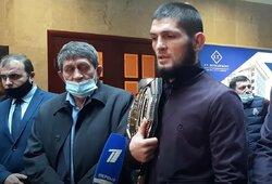 Ch.Nurmagomedovas sugrįžo į Dagestaną ir pirmą kartą po paskelbimo apie karjeros pabaigą kalbėjo su žiniasklaida: įvardino komandos draugą, kuriam prognozuoja čempiono titulą