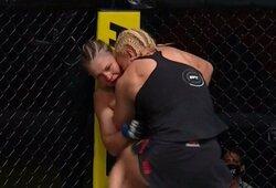 Prieš J.Kunickajos klinčą priešnuodžių neradusi J.Stoliarenko UFC turnyre patyrė pralaimėjimą