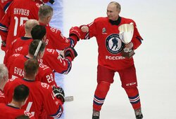V.Putinas dominavo ledo ritulio legendų komandoje: įmušė 8 įvarčius ir atvedė ekipą į pergalę