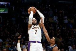 """""""Lakers"""" dramatiškoje kovoje įsirašė pirmąją sezono pergalę"""