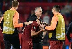 Po skaudaus pralaimėjimo G.Arlauskio treneris į spaudos konferenciją atsinešė futbolo taisykles