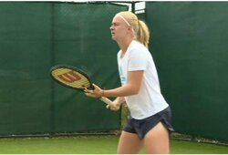 Genetinė liga nesutrukdė: neįprastai mažai pirštų ir dantų turinti tenisininkė startavo Vimbldone