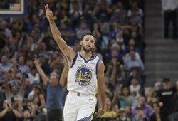 """S.Curry paaiškino keistą metimą: """"Norėjau pakrikštyti naująją areną"""""""