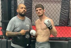 """Šeimos drama privertė vos 30-ies metų UFC kovotoją baigti karjerą: """"Narkotikai pasiglemžė mano tėvą ir brolį"""""""
