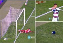 """Teisėjas """"apvogė"""" portugalus? Įsiutęs C.Ronaldo po neįskaityto įvarčio numetė kapitono raištį"""