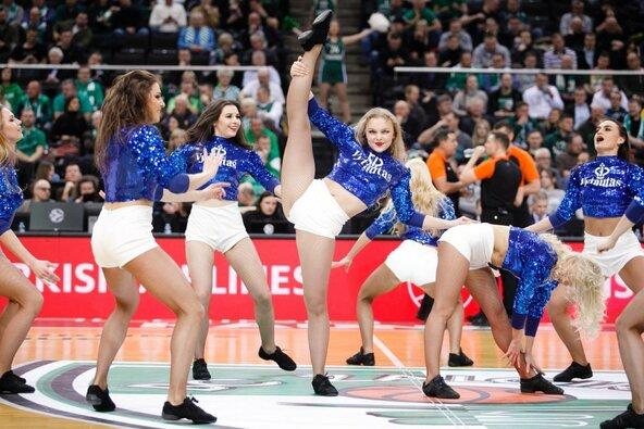 """""""Žalgirio"""" šokėjos rungtynėse su """"AX Armani"""""""