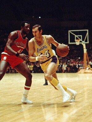 """Jerry Westas (NBA žaidė 1960-1974 m.) Karjeros statistika: 27 tšk., 6,7 rez. perd., 5,8 atk. kam., 47 proc. pataikymas iš žaidimo. 14 """"Visų žvaigždžių"""" rungtynių, NBA čempionas ir """"Šlovės muziejaus"""" narys. MVP rinkimai: keturis kartus užimta 2-a vieta."""
