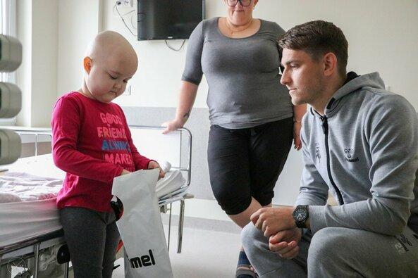 Mažiesiems pacientams – futbolo rinktinės dėmesys ir dovanos