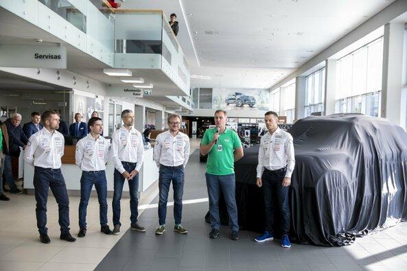 V.Žala ir S.Jurgelėnas pristatė naująjį automobilį Dakaro raliui