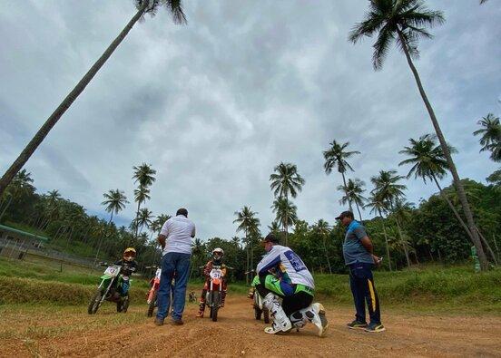 """""""Zigmas Dakar team"""" raliui ruošiasi kartu su Šri Lankos armija"""