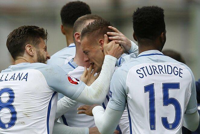 Anglijos futbolininkai švenčia įvartį | Scanpix nuotr.