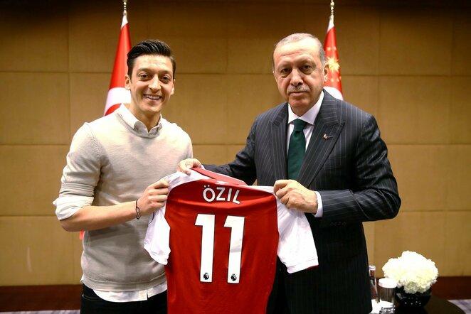 M.Ozilas pozuoja su Turkijos prezidentu  | NKL nuotr.