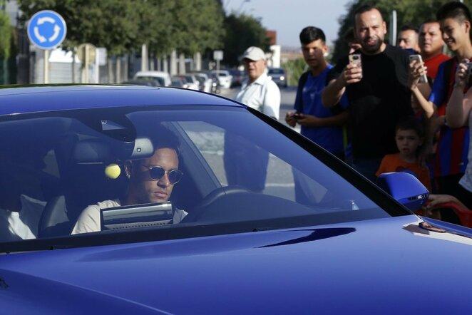 Neymaras atvyksta į treniruočių centrą   Scanpix nuotr.