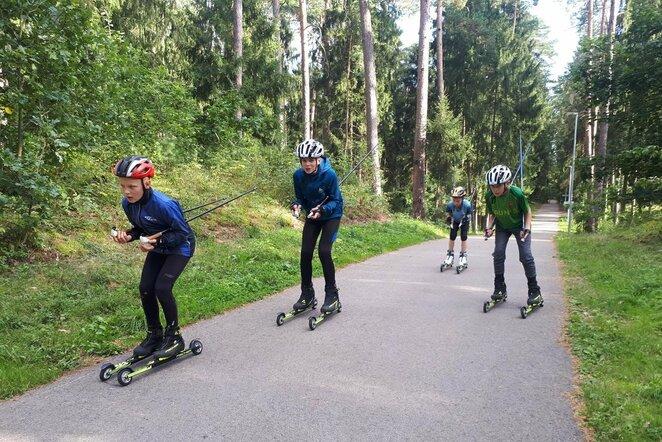 LNSA lygumų slidininkų gretas augina ir vasarą   Organizatorių nuotr.