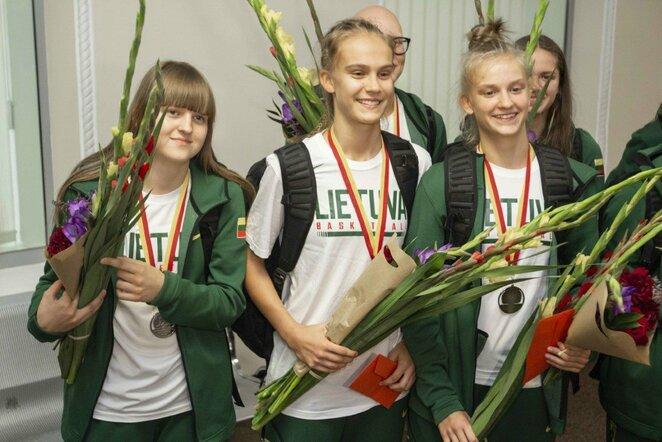 Lietuvos U16 merginų krepšinio rinktinės sutikimas | Arno Strumilos nuotr.
