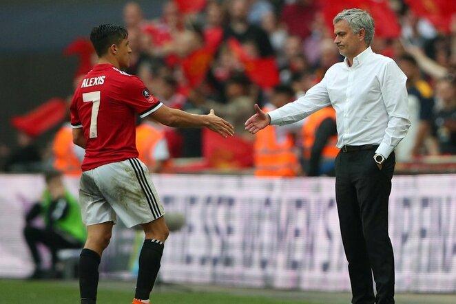 Jose Mourinho ir Alexis Sanchezas   Scanpix nuotr.
