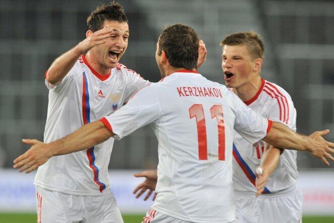 Įvartį švenčiantys Rusijos rinktinės futbolininkai | AFP/Scanpix nuotr.